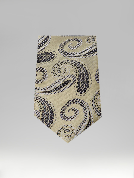 Picture of OIL TIE WITH DRAWINGS