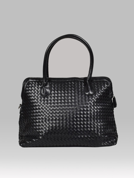 Picture of Hand knitted pu leather unisex holdall bag