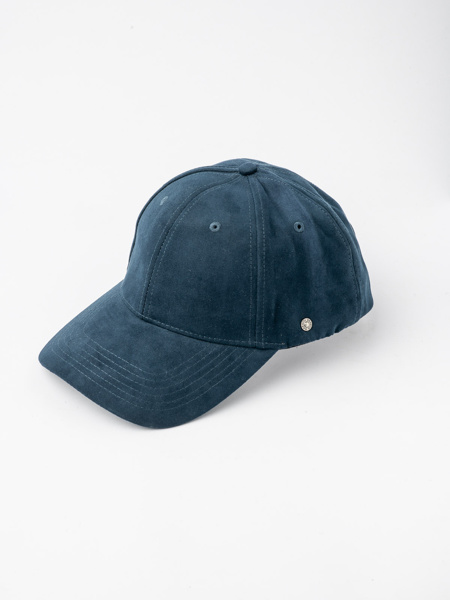 Picture of Men's jockey hat with metal logo on the side